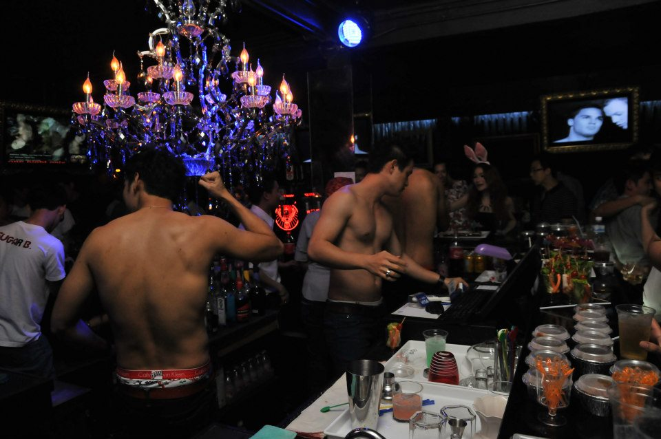bangkok-gay-travel-dj_station-bar-01
